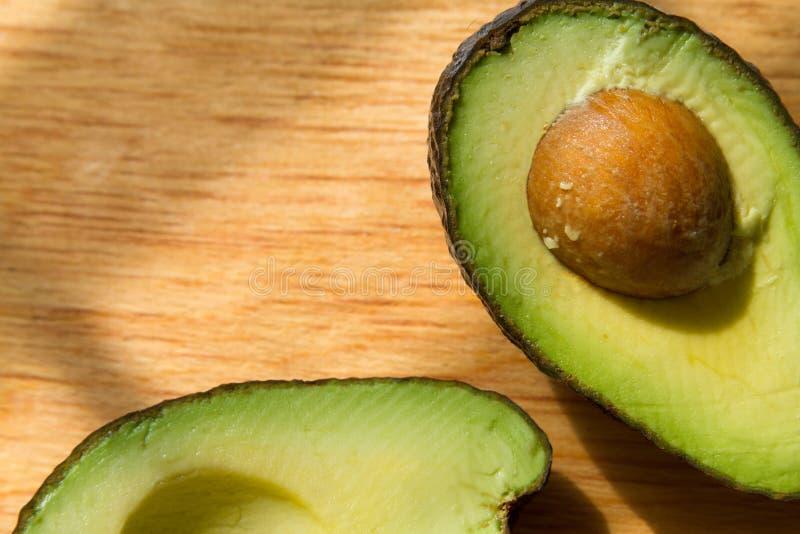 Metà dell'avocado fotografie stock libere da diritti