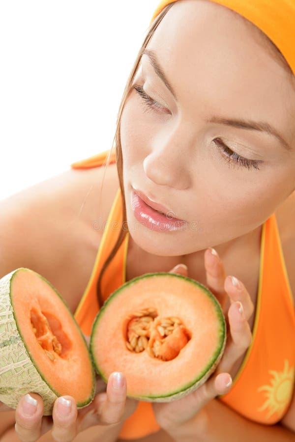 Metà della holding della donna del melone fotografie stock