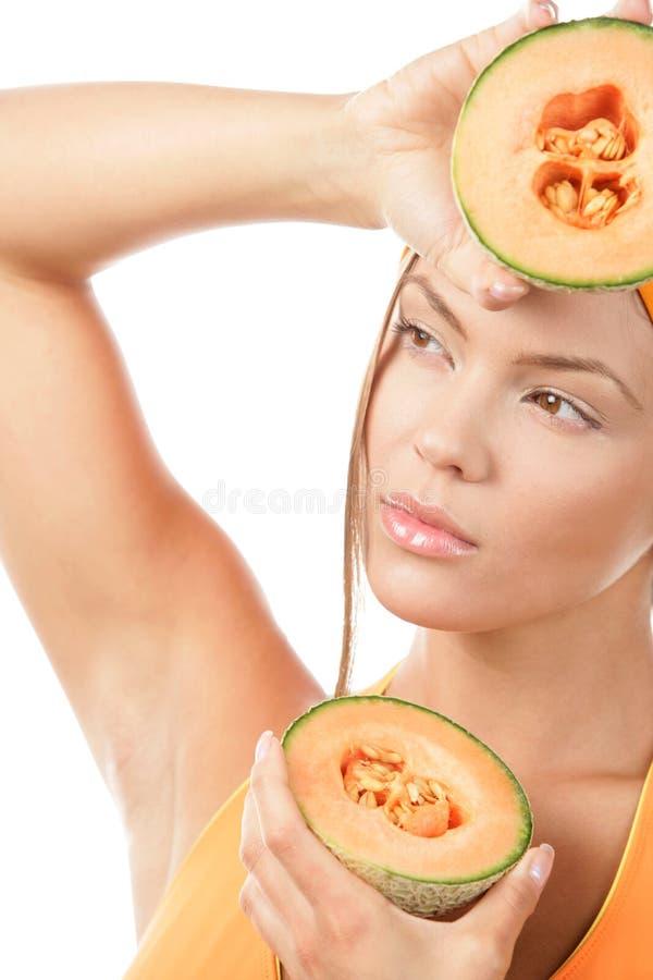 Metà della holding della donna del melone fotografia stock libera da diritti