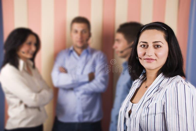 metà di lavoro di squadra fronte femminile di sostegno dell'operatore immagine stock