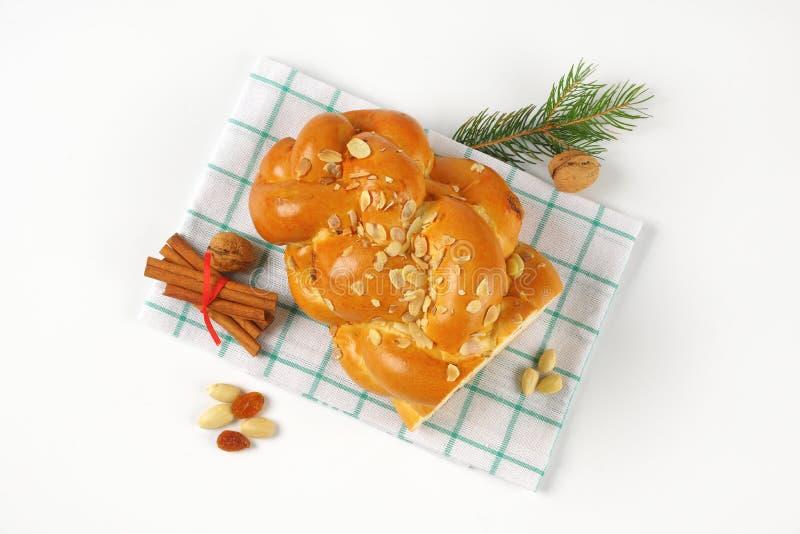 Metà di pane intrecciato dolce immagini stock libere da diritti