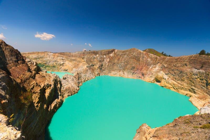 Metà di vista Gunung Kelimutu sul Flores, Indonesia di giorno immagini stock libere da diritti