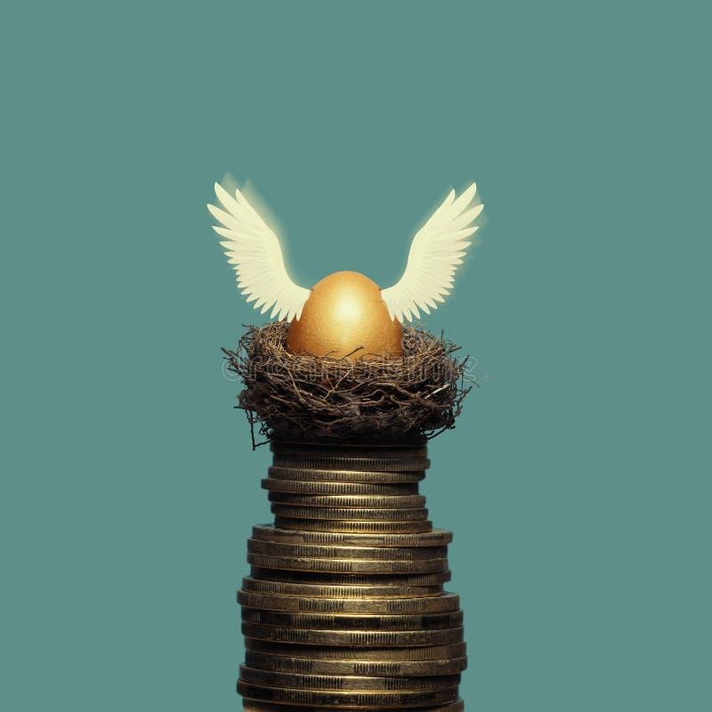 A metáfora da acumulação de dinheiro e de investimentos bem sucedidos fotos de stock