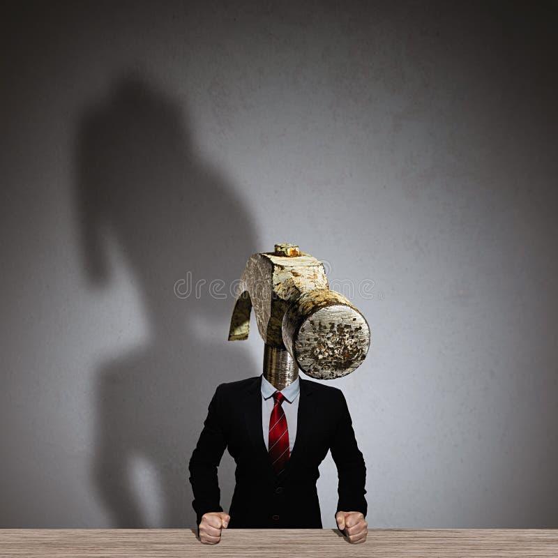Metáfora de um chefe irritado fotos de stock royalty free