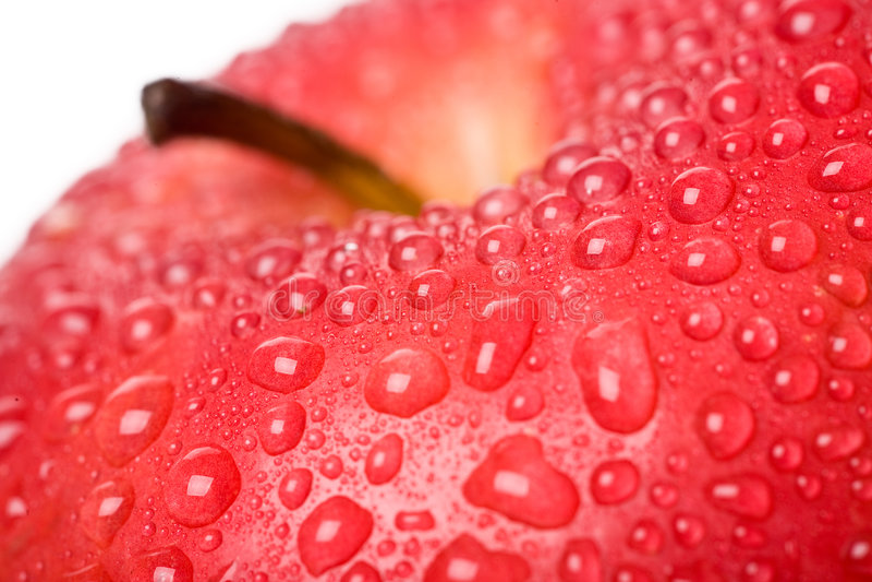 Met dauw bedekte rode appel stock foto's