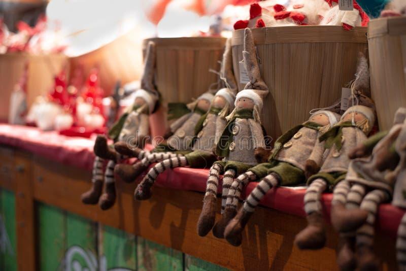 Met de hand gemaakt de meisjesspeelgoed van Kerstmiself royalty-vrije stock afbeelding