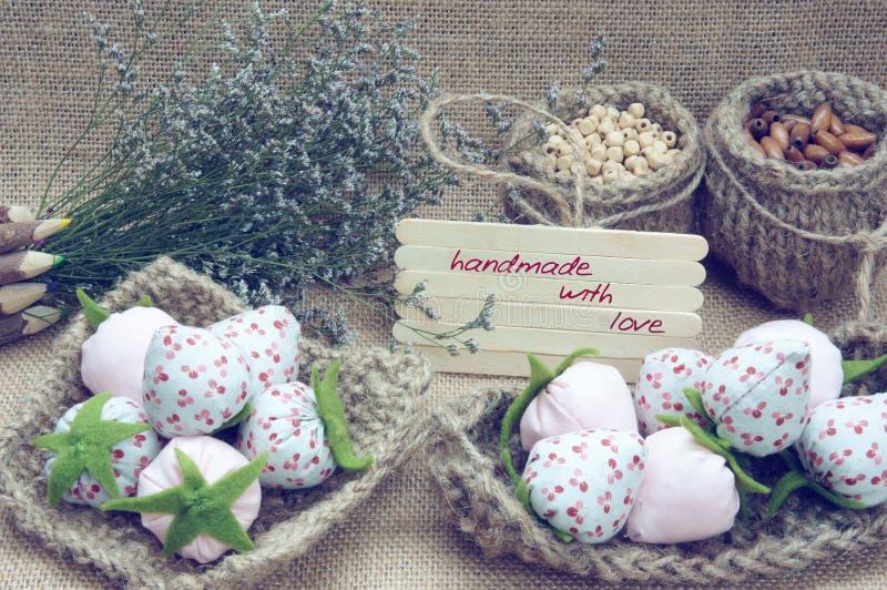 Met de hand gemaakt, uitstekend, hand - gemaakt fruit, aardbei, art. stock fotografie