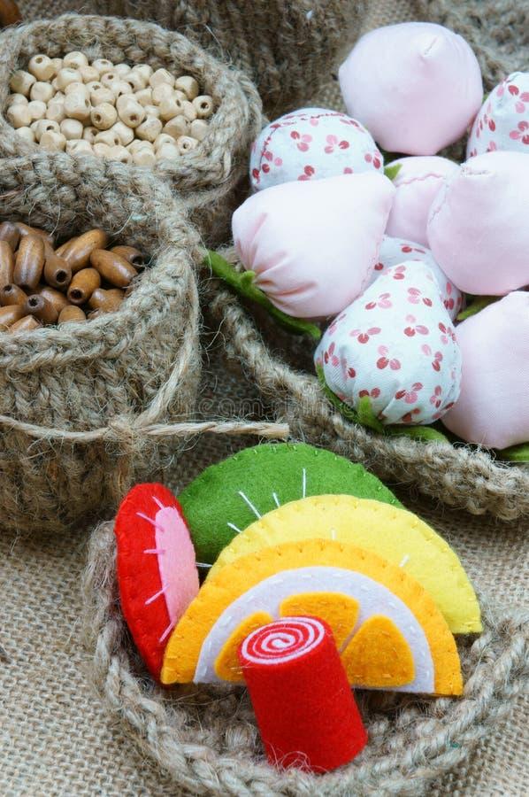 Met de hand gemaakt, uitstekend, hand - gemaakt fruit, aardbei, art. royalty-vrije stock afbeelding