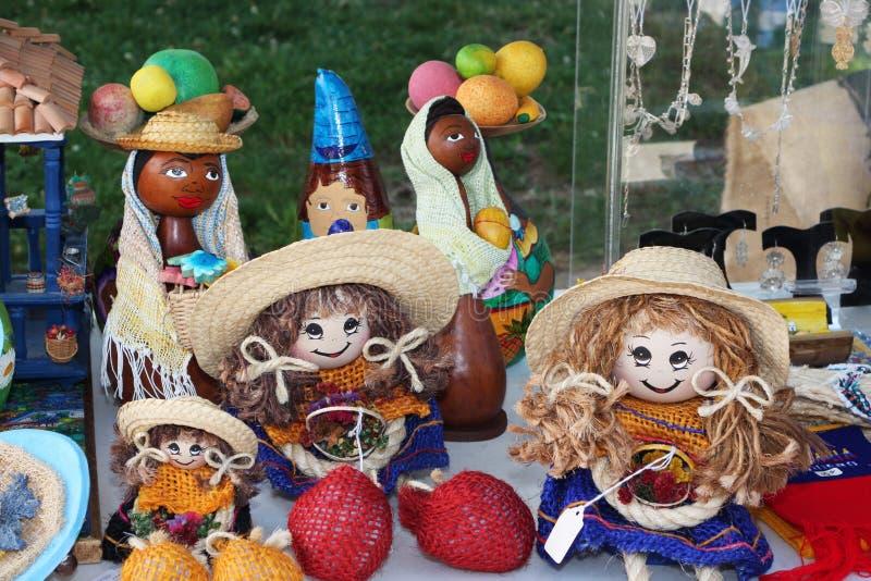 Met de hand gemaakte Columbiaanse poppen en giften royalty-vrije stock afbeeldingen