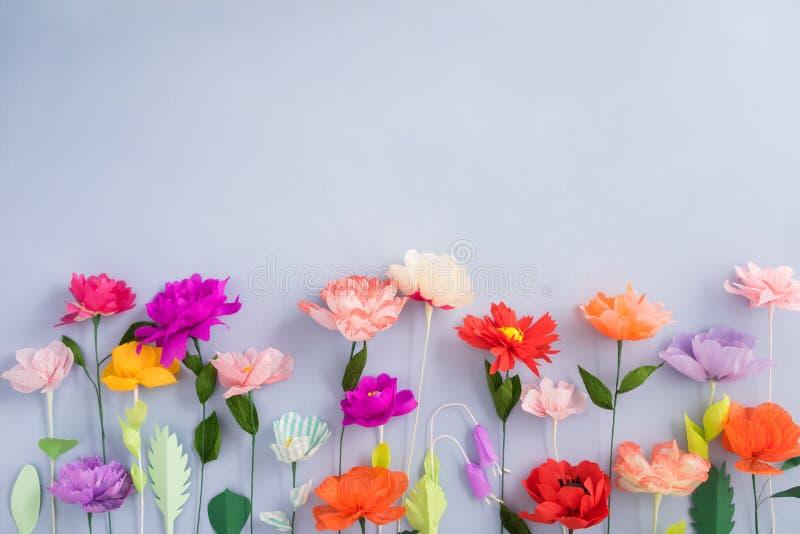 Met de hand gemaakte document bloemen stock foto's