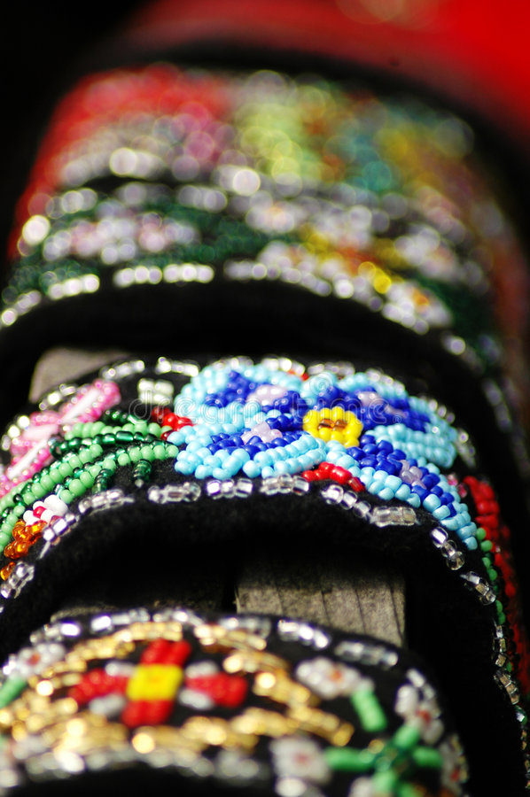 Met de hand gemaakte geparelde juwelen.   stock foto