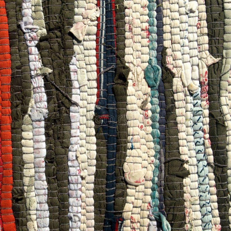 Met de hand gemaakte Gestreepte kleurrijke de textuurachtergrond van de voddendeken stock afbeeldingen