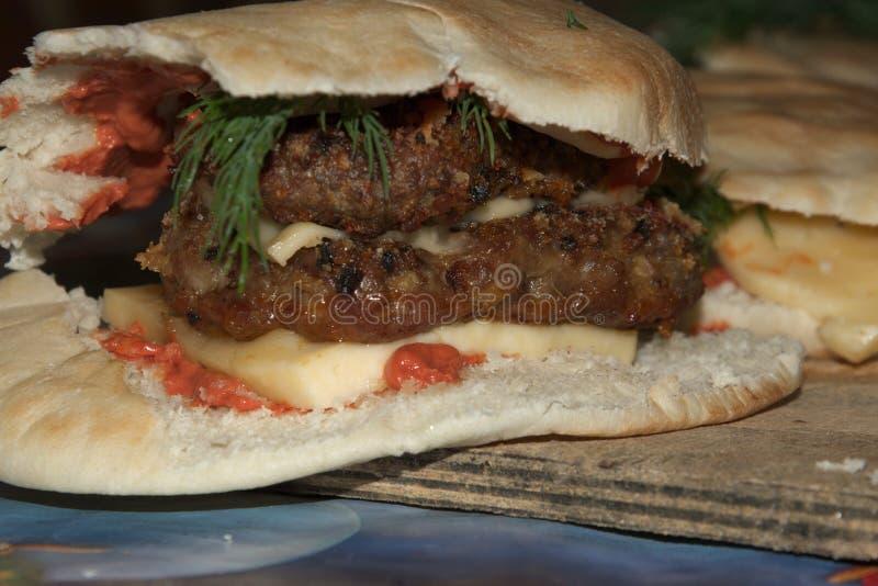Met de hand gemaakte Hamburger stock afbeeldingen
