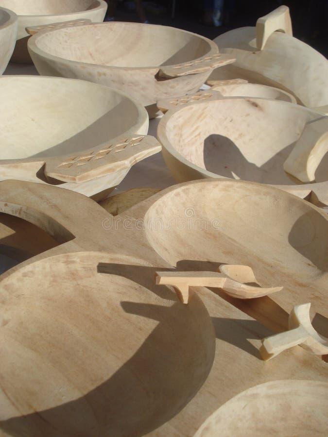 Met de hand gemaakte houten platen en kommen royalty-vrije stock foto