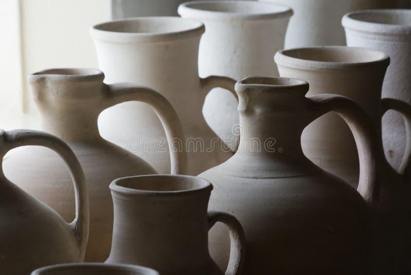 Met de hand gemaakte keramiek. stock afbeeldingen