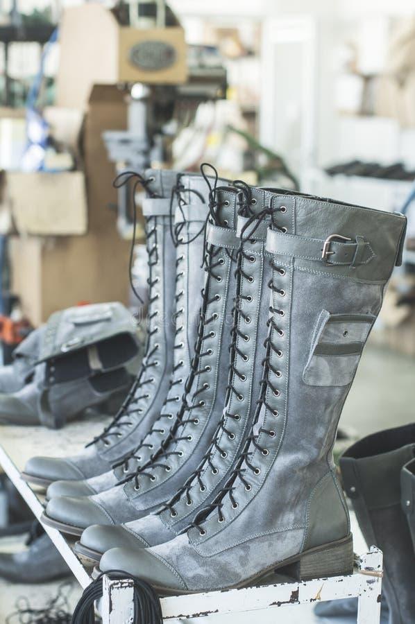 Met de hand gemaakte schoenen in een fabriek royalty-vrije stock afbeelding