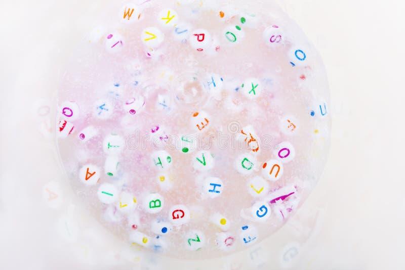 Met de hand gemaakte slijm dichte omhooggaand Speelgoed voor illustratie children Zacht slijm stock afbeeldingen