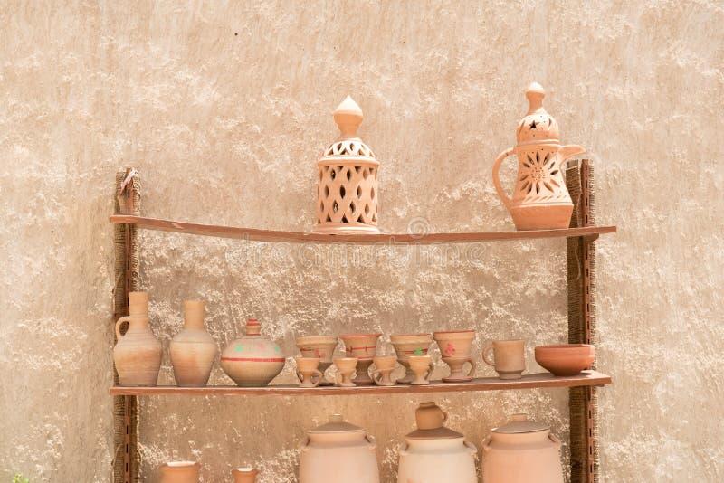 Met de hand gemaakte traditionele Arabische kleipot voor verkoop royalty-vrije stock afbeelding
