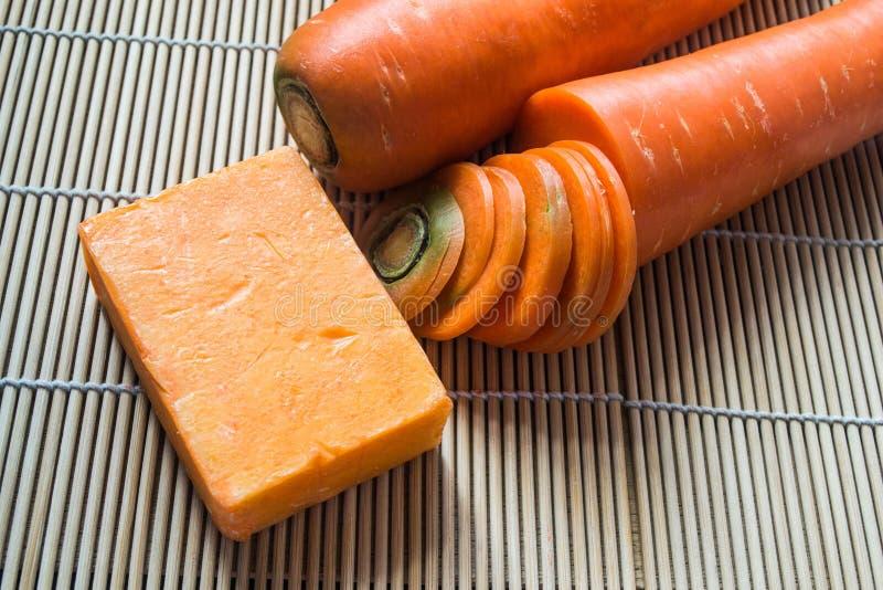 Met de hand gemaakte zeep van wortel royalty-vrije stock foto