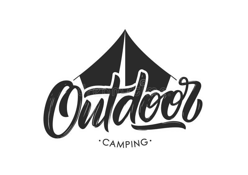 Met de hand geschreven Moderne borstel het van letters voorzien samenstelling van het Openlucht Kamperen met silhouet van tent stock illustratie