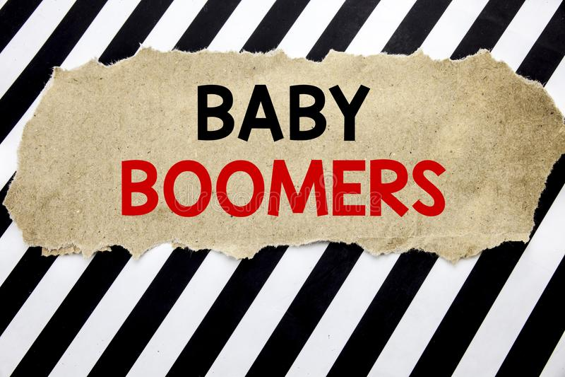 Met de hand geschreven tekst die Baby Boomers tonen Bedrijfsconcept die voor Demografische die Generatie schrijven op notadocumen royalty-vrije stock afbeelding
