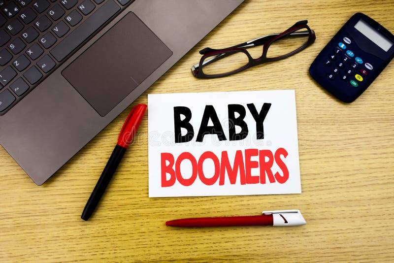 Met de hand geschreven teksttitel die Baby Boomers tonen Bedrijfsconcept die voor Demografische die Generatie schrijven op docume royalty-vrije stock foto