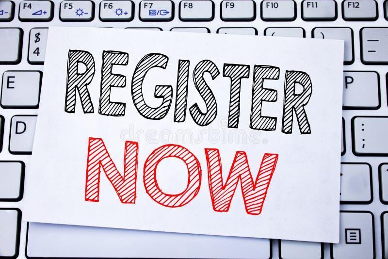 Met de hand geschreven teksttitel die Register nu tonen Bedrijfsconcept die voor Registratie voor geschreven op kleverig notadocu stock fotografie