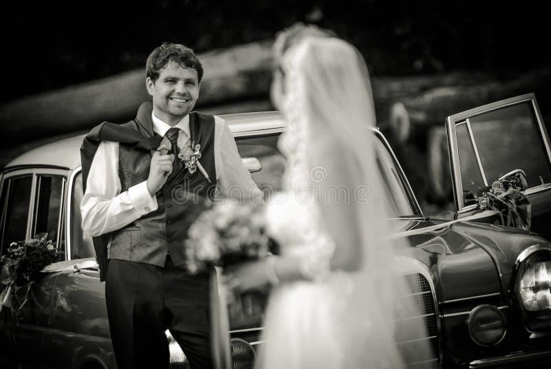 Met de huwelijkskleding ` stock fotografie