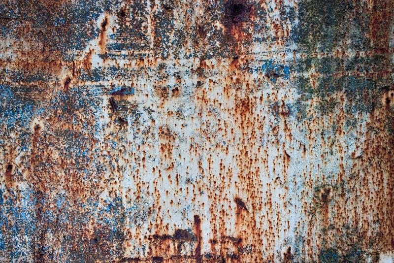 Met een laag bedekte verkleurt het textuur roestige metaal verf, corrosie van ijzerbac stock afbeelding
