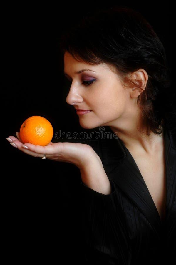 Met een sinaasappel royalty-vrije stock afbeelding