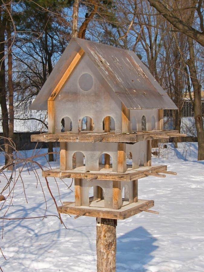 Met meerdere verdiepingen voeder voor de vogels royalty-vrije stock afbeelding