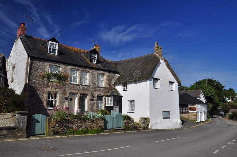 Met stro bedekt dakplattelandshuisje Cornwall, Engeland, het UK royalty-vrije stock afbeeldingen