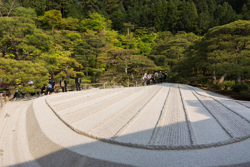 Met wit zand van Karesansui in Japanse tuin van Ginkakuji Te stock foto's