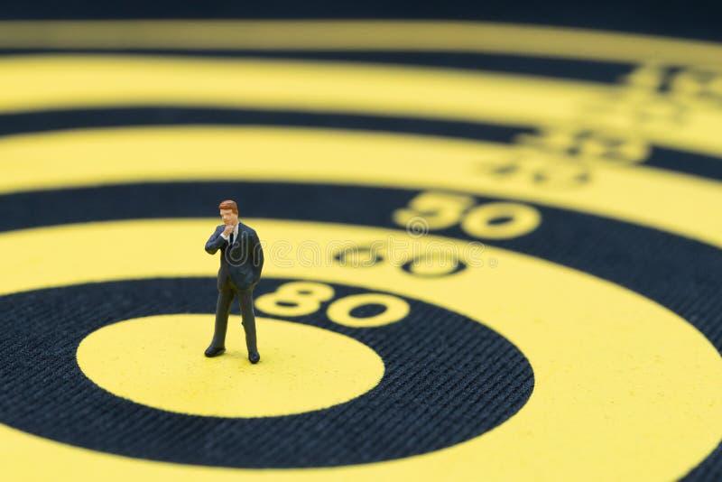 Meta de negocio, blanco y logro o concepto de la dirección, minuto fotografía de archivo