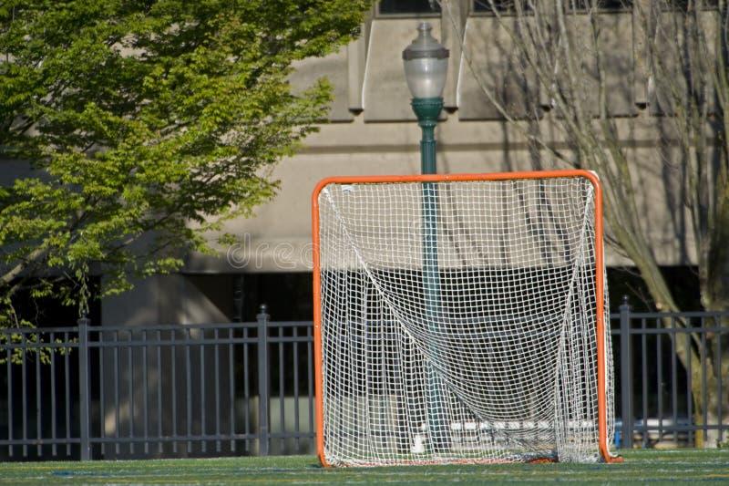 Meta del lacrosse en la configuración del parque de la ciudad fotografía de archivo libre de regalías