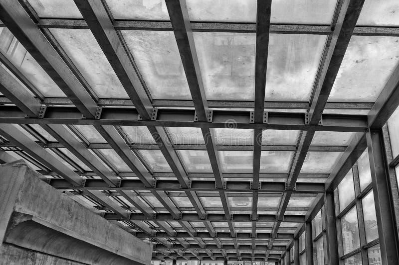 Download Metaal De Bouwkader In Zwart-wit Stock Afbeelding - Afbeelding bestaande uit frame, building: 39100005