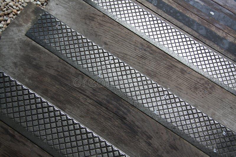 Metaal en houten bestrating royalty-vrije stock foto