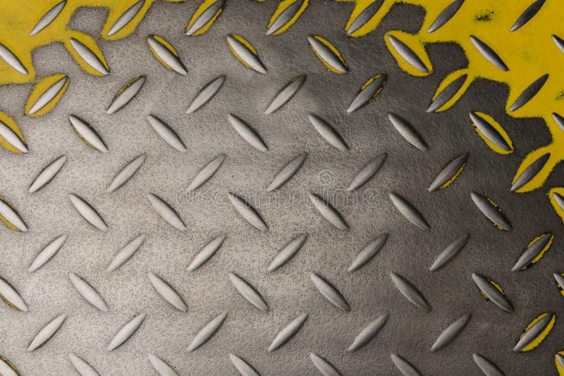 Metaal gegroefte plaat met gele kleur stock foto's