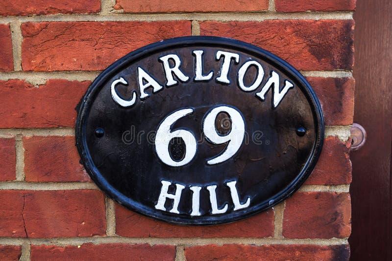 Metaal oude nummerplaat, Brighton, het Verenigd Koninkrijk stock foto