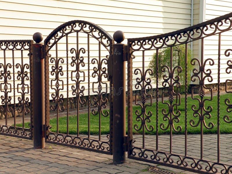 Metaal vervaardigde poort stock foto