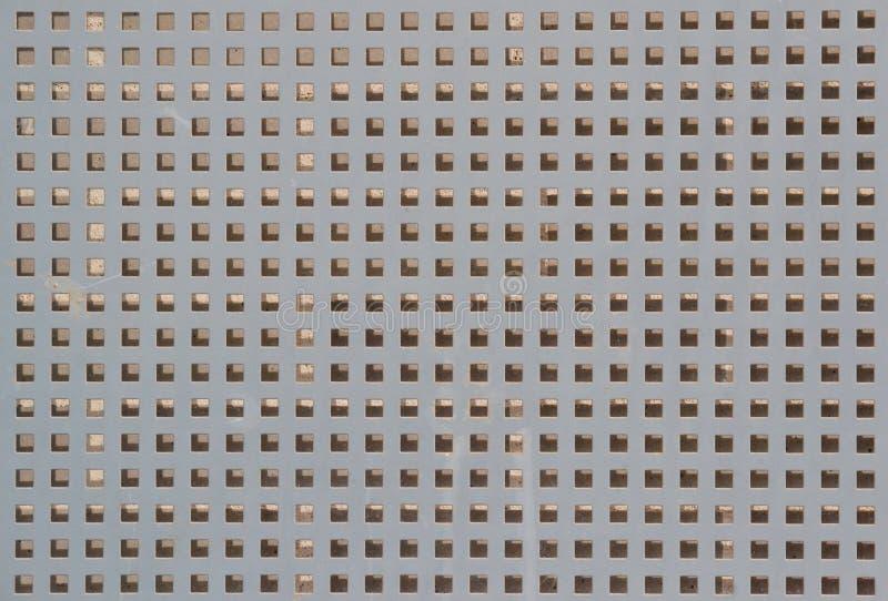 Metaalachtergrond geperforeerd blad met vierkante gaten royalty-vrije stock fotografie