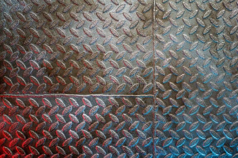 Metaalachtig getextureerd oppervlak met kleurrijk licht stock foto's