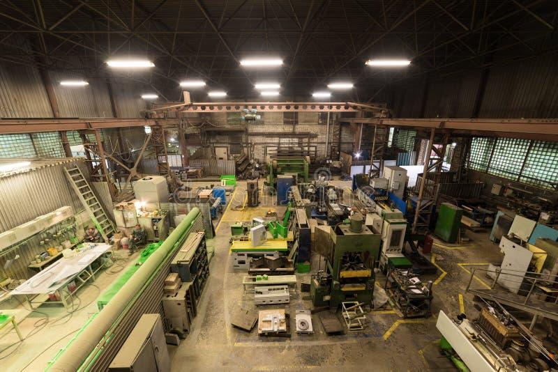Metaalbewerkende winkel Draaibanken en molens, lassen en snijmachines royalty-vrije stock afbeelding