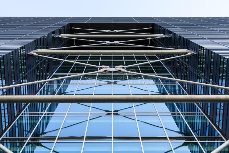 Metaalbouw van een modern gebouw Architecturale details van een modern high-rise gebouw stock foto's
