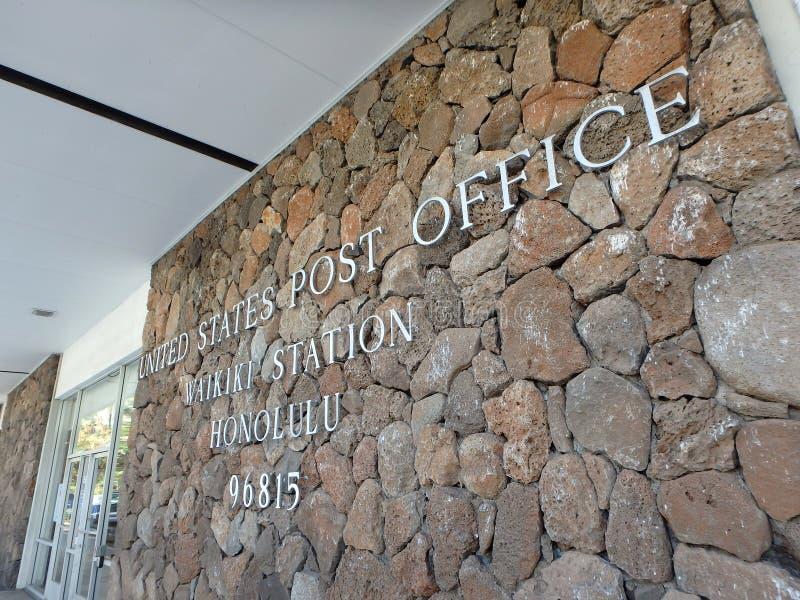 Metaalbrieven die het Postkantoor van Verenigde Staten, Waikiki Stat spellen stock fotografie