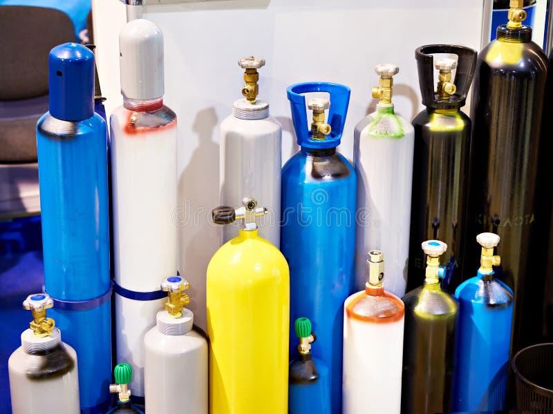Metaalcilinders voor samengeperste gassen stock afbeelding