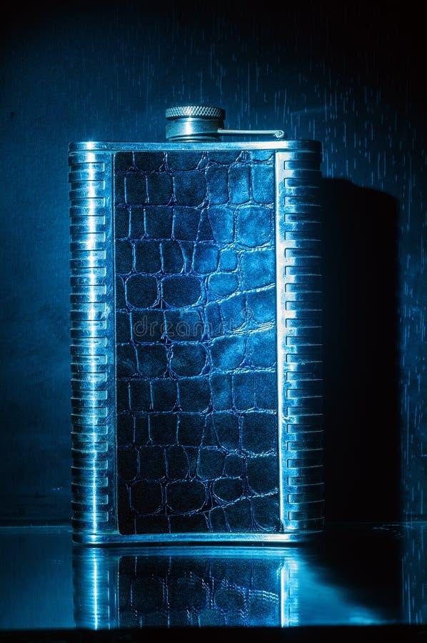 Metaalfles voor alcohol royalty-vrije stock afbeelding