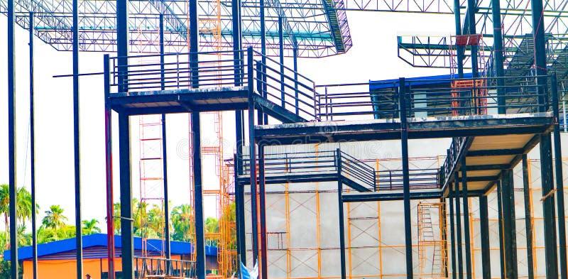 Metaalstaal en de structuur van het aluminiumkader voor fabriek en pakhuisbouwnijverheid stock afbeelding