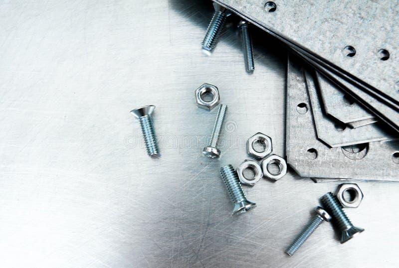 Metaalvoorbereidingen en bevestigende elementen op stock afbeelding