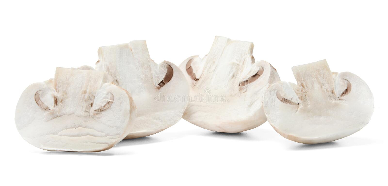 A metade cortou cogumelos no fundo isolado branco Close-up imagem de stock royalty free